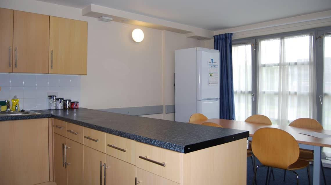 shared kitchen and dining room at Kelvinhaugh Gate
