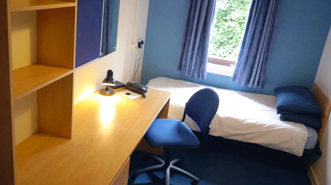 example bedroom at Kelvinhaugh Street