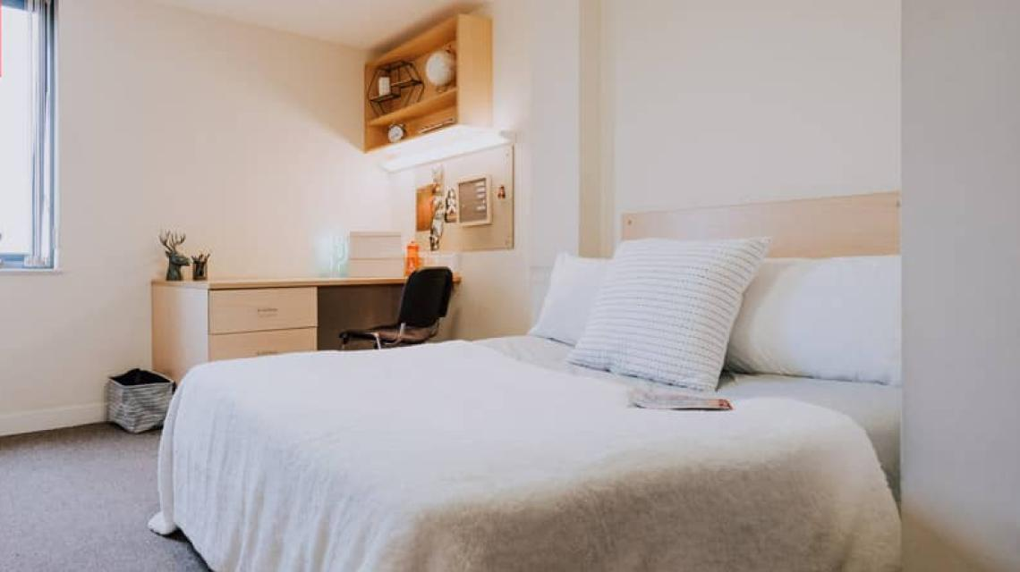 An example of a Double En-suite bedroom at Grafton Street.